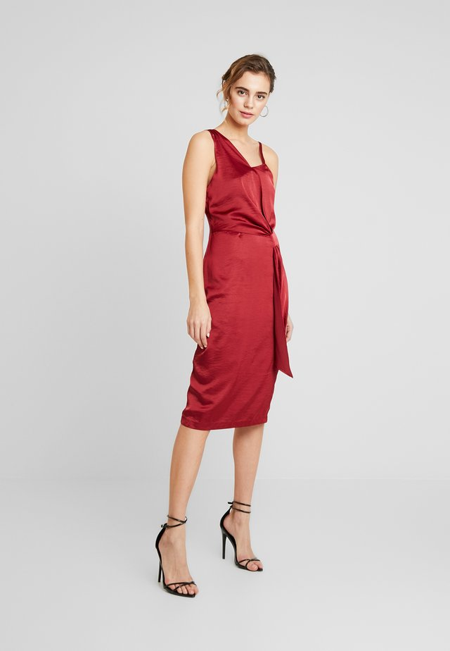 DRAPE FRONT BODYCON DRESS - Cocktailjurk - burgundy