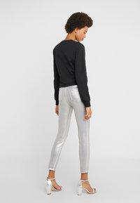 Pinko - SUSAN  - Jeans Skinny Fit - argento metallizzato - 2
