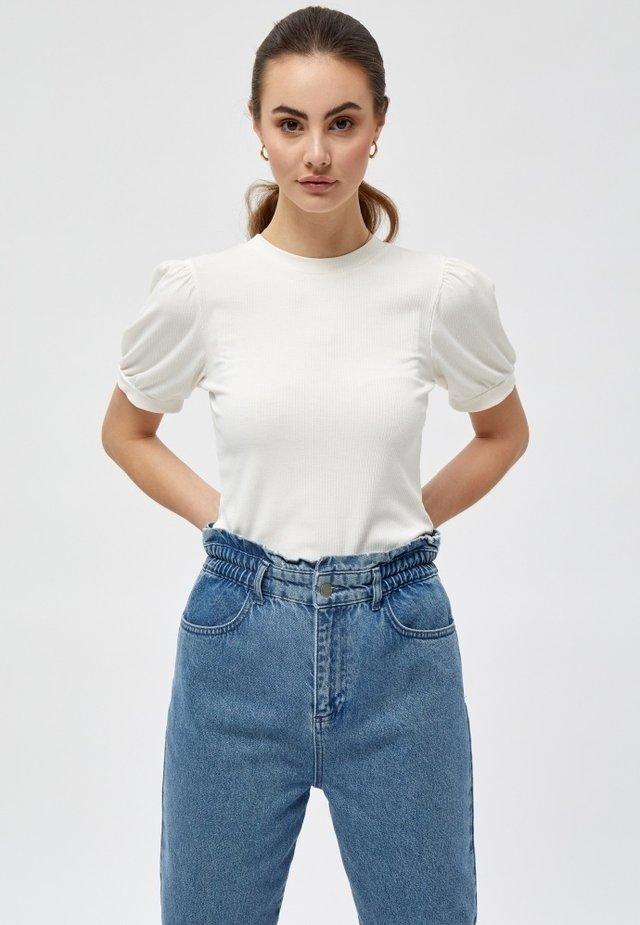 JOHANNA  - T-shirt basic - cloud dancer