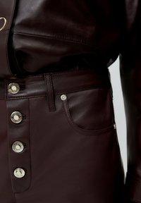 Uterqüe - Leather trousers - bordeaux - 5