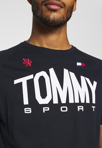 Tommy Hilfiger - ICONIC TEE - Sports shirt - blue - 5