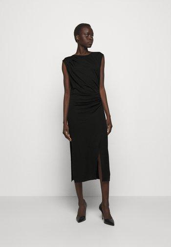 MODENA PLEAT DRESS - Pouzdrové šaty - black