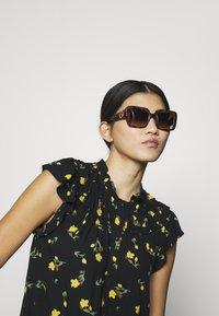 Versace - Sunglasses - mottled black - 1