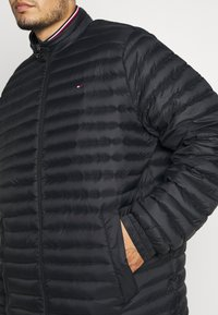 Tommy Hilfiger - CORE PACKABLE JACKET - Dunjacka - black - 5