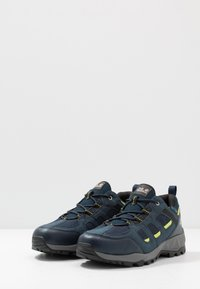 Jack Wolfskin - VOJO HIKE XT VENT LOW - Hiking shoes - dark blue/lime - 2