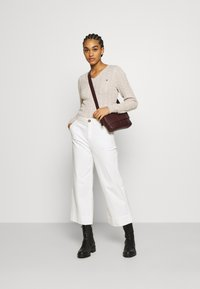 Hollister Co. - CABLE LAYER ON - Jumper - oatmeal - 1