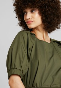 mint&berry - ROUND NECK BLOUSE WITH BALOON SLEEVE - Bluser - olive night - 4