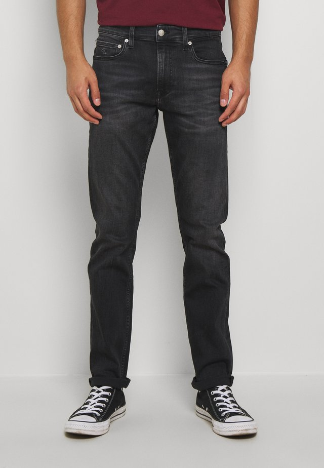 CKJ 026 SLIM - Džíny Slim Fit - washed black