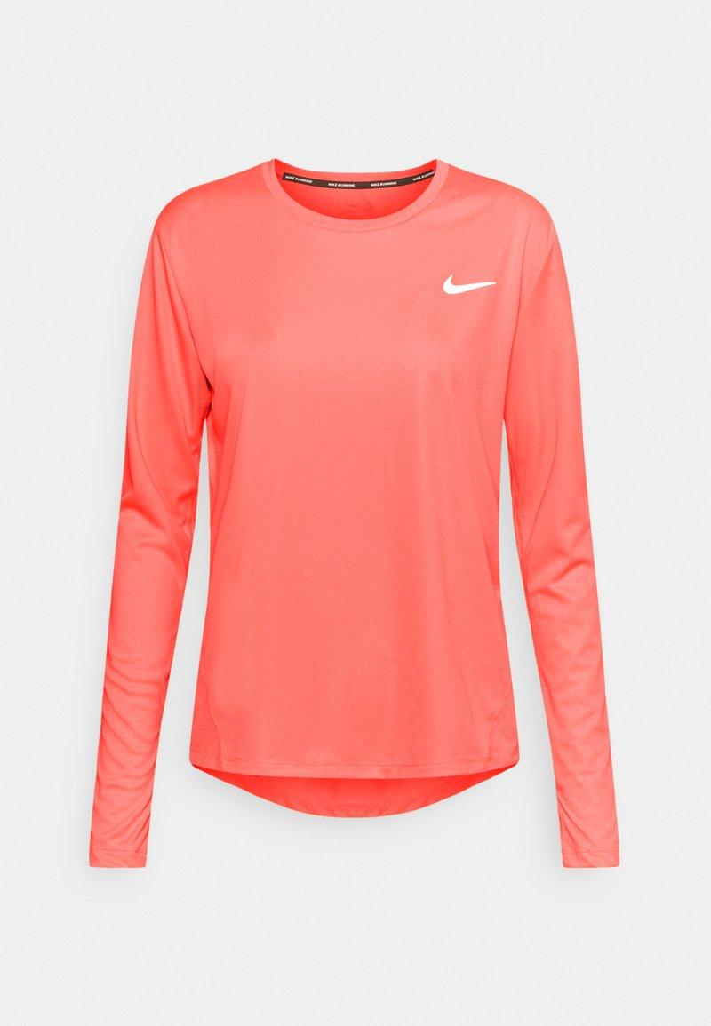 Nike Performance - MILER - Funktionsshirt - bright mango/reflective silver