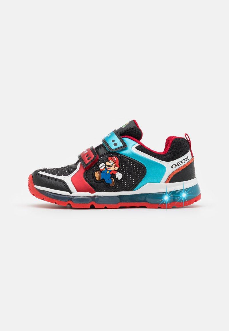 Geox - NINTENDO SUPER MARIO GEOX JUNIOR BOY - Sneakers - black/sky