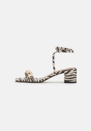ABBEYEZEBRE - Sandals - bicolore