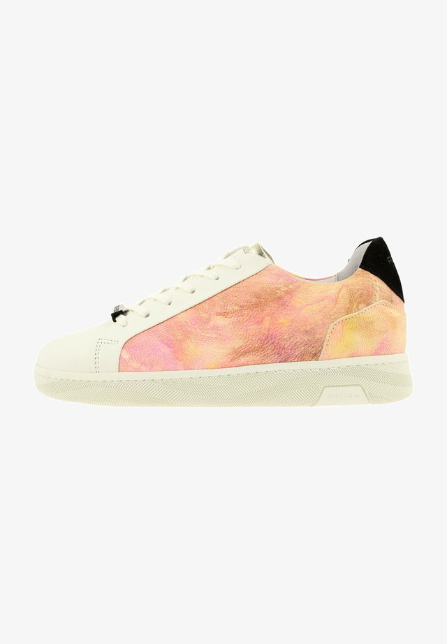 ZIYA TIE - Sneakers laag - wht-pnk