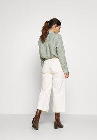 GAP Petite - WIDE LEG SOLID - Pantaloni - ivory frost - 2