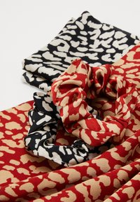Pieces - SCRUNCHIE 2 PACK - Hair Styling Accessory - black/leopard - 3