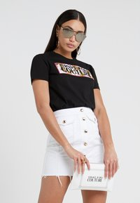 Versace Jeans Couture - T-shirt con stampa - nero - 1