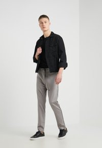 DRYKORN - JEGER - Trousers - grey - 1