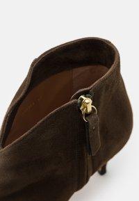 Pura Lopez - Kotníková obuv - mility - 6