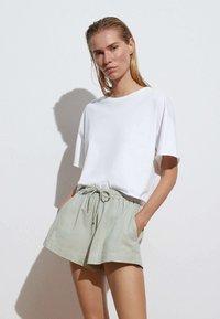 OYSHO - Shorts - light green - 0