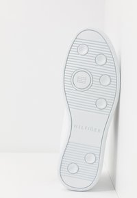 Tommy Hilfiger - ESSENTIAL CORPORATE CUPSOLE - Zapatillas - white - 4