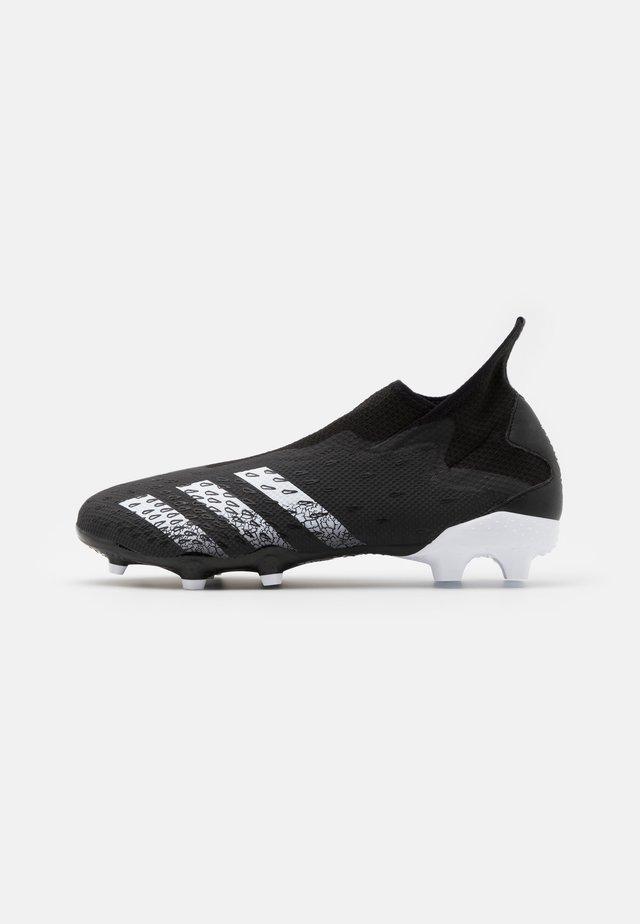 PREDATOR FREAK .3 FG - Botas de fútbol con tacos - core black/footwear white