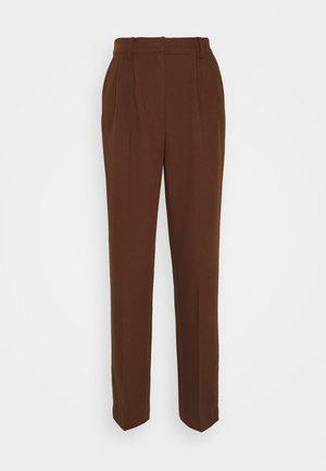 MATHILDE GØHLER SUIT PANTS - Trousers - dark brown