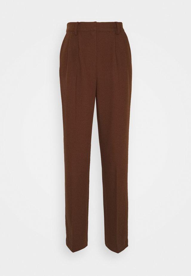 MATHILDE GØHLER SUIT PANTS - Broek - dark brown