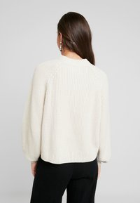 Monki - GITTY  - Strickpullover - sand - 3