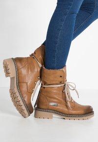 Rieker - Šněrovací kotníkové boty - cayenne/kastanie/braun - 0