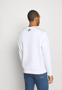Nike Sportswear - AIR CREW - Sweatshirt - white/photon dust - 2