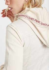 Desigual - ERICA - Denim jacket - white - 4
