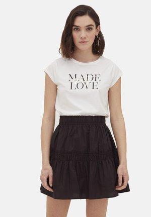 AVEC INSCRIPTION - Print T-shirt - bianco