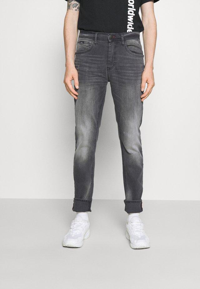 SCRATCHES - Slim fit jeans - denim grey