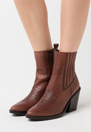 BRAD - Cowboy/biker ankle boot - cue