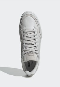 adidas Originals - SUPERCOURT - Sneakers laag - grey one/crystal white - 2