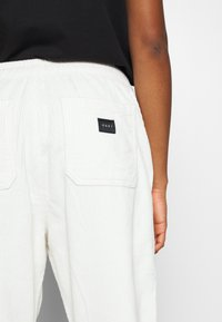Obey Clothing - SPLASH PANT - Bukse - bone - 6