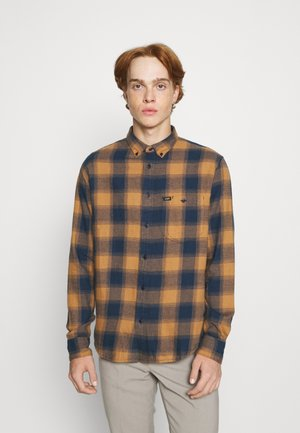 RIVETED SHIRT - Overhemd - tobacco brown