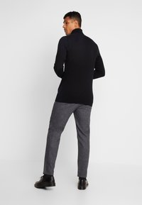 Minimum - UGGE - Trousers - navy blazer - 2