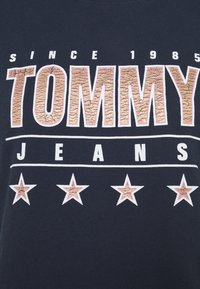 Tommy Jeans - SLIM TEE - T-shirts med print - twilight navy - 7