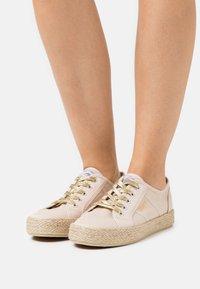 Kaporal - TORGATY - Volnočasové šněrovací boty - beige - 0