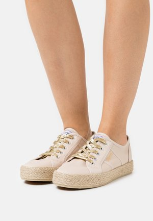 TORGATY - Casual lace-ups - beige