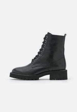 CLAY - Šněrovací kotníkové boty - schwarz