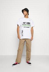 Mennace - A$AP FERG WORLDWIDE - Print T-shirt - white - 1
