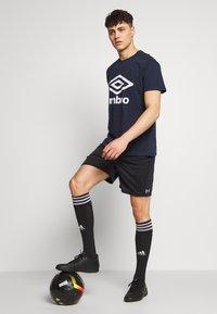 Umbro - LARGE LOGO TEE - Print T-shirt - dark navy - 1