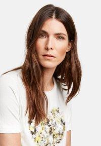 Gerry Weber - 1/2 ARM - Print T-shirt - off-white - 1