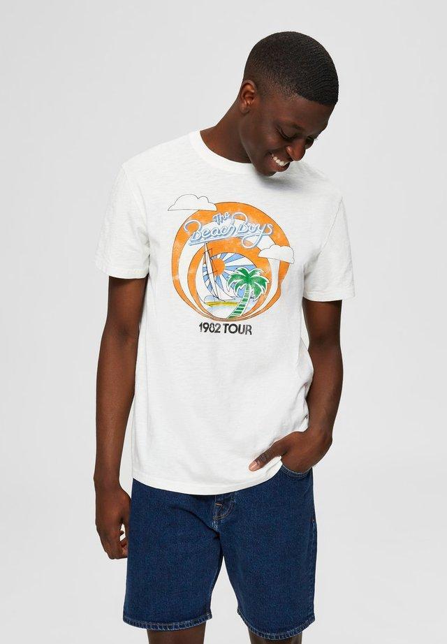 BEACH  - T-shirt imprimé - egret 1