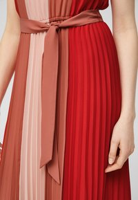 s.Oliver BLACK LABEL - Day dress - red colourblock - 4