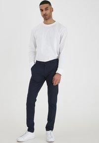 Tailored Originals - TOFREDERIC - Chino - ombre blu - 1