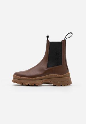 POWDER CHELSEA - Platform ankle boots - brown