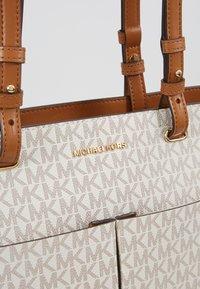 MICHAEL Michael Kors - Bolso shopping - vanilla - 6