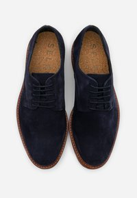 Selected Homme - SLHLUKE DERBY SHOE - Smart lace-ups - sky captain - 3
